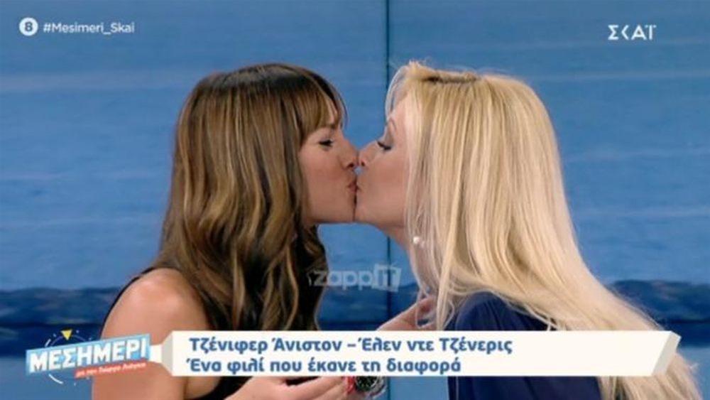 Ελένη Τσολάκη – Κατερίνα Γκαγκάκη: Φιλήθηκαν «on air» στο στόμα!(VIDEO)