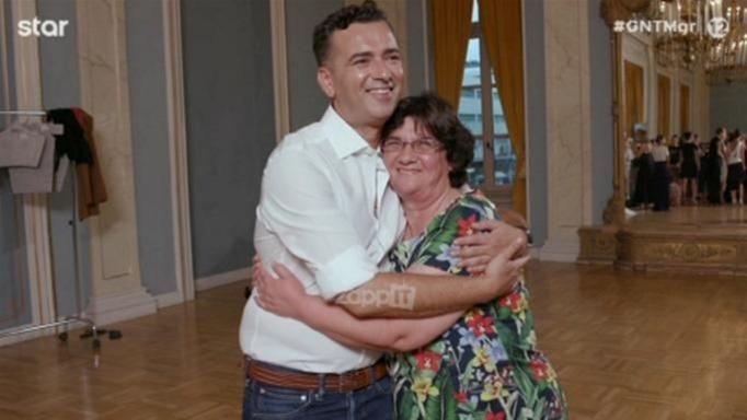 GNTM: Ο Άγγελος Μπράτης μας συστήνει τη μητέρα του – «Ήταν η πρώτη που πίστεψε σε μένα» (video)