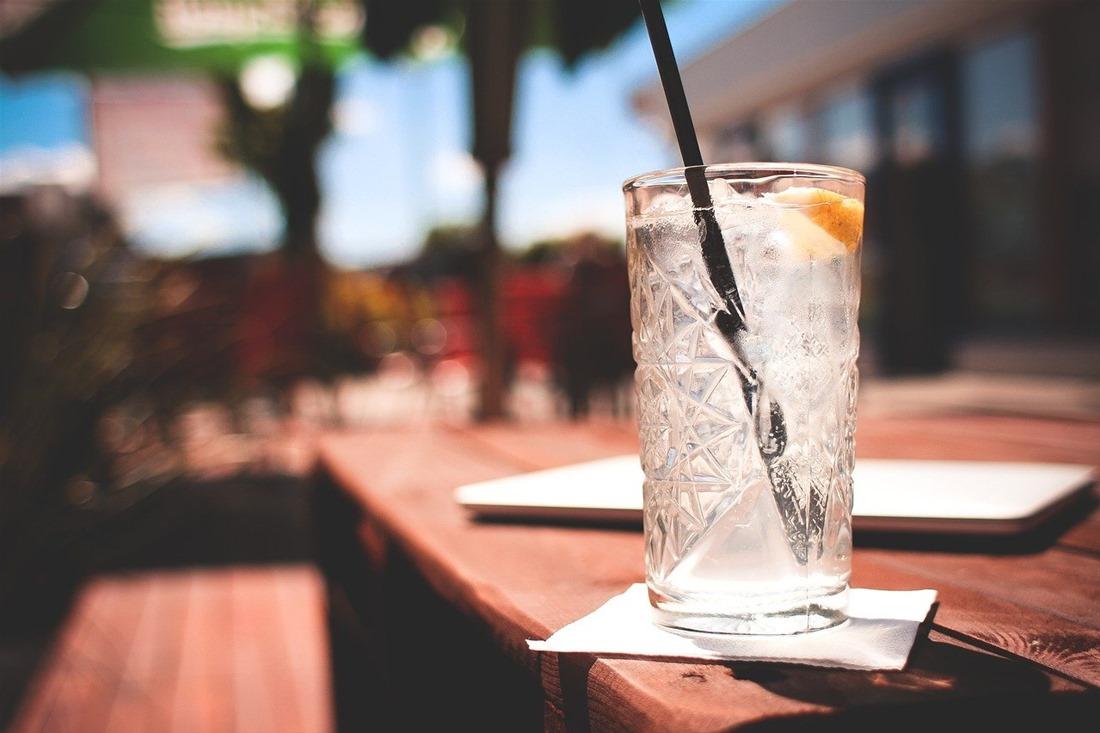 Κοκτέιλ και αλκοόλ: Ποια προτιμούν γυναίκες και άνδρες – Οι κατηγορίες και οι θερμίδες