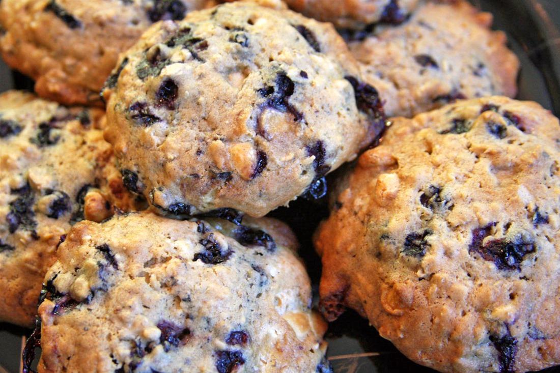 Cookies με βρώμη και αποξηραμένα μούρα