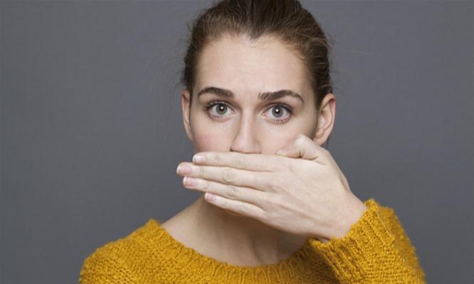 Οι αιτίες και τα 5 μυστικά για να απαλλαγείτε από την κακοσμία του στόματος (VIDEO)