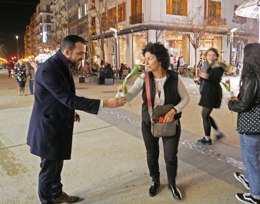 Με φρέσκιες τουλίπες για τις γυναίκες τίμησε την παγκόσμια ημέρα ο Μ. Κυριζίδης (ΦΩΤΟ)