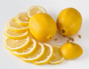 Δείτε πως θα φτιάξετε σπιτικό χούμους με λεμόνι!