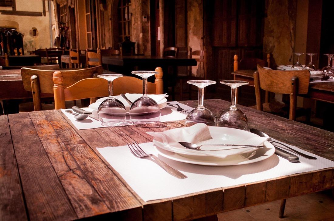 """Θεσσαλονίκη: """"Καμπάνα"""" και λουκέτο σε εστιατόριο για όρθιους πελάτες"""