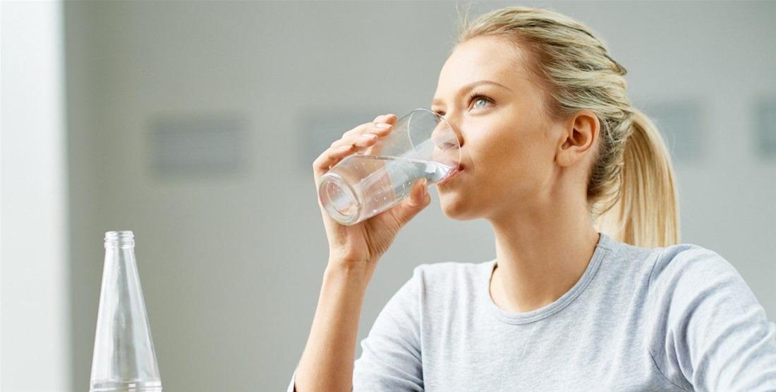 Πέντε σημάδια που δείχνουν ότι δεν καταναλώνετε αρκετό νερό!