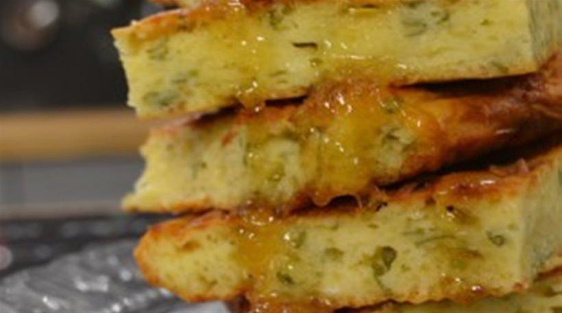 Συνταγή για την εύκολη τυρόπιτα χωρίς φύλλο (VIDEO)