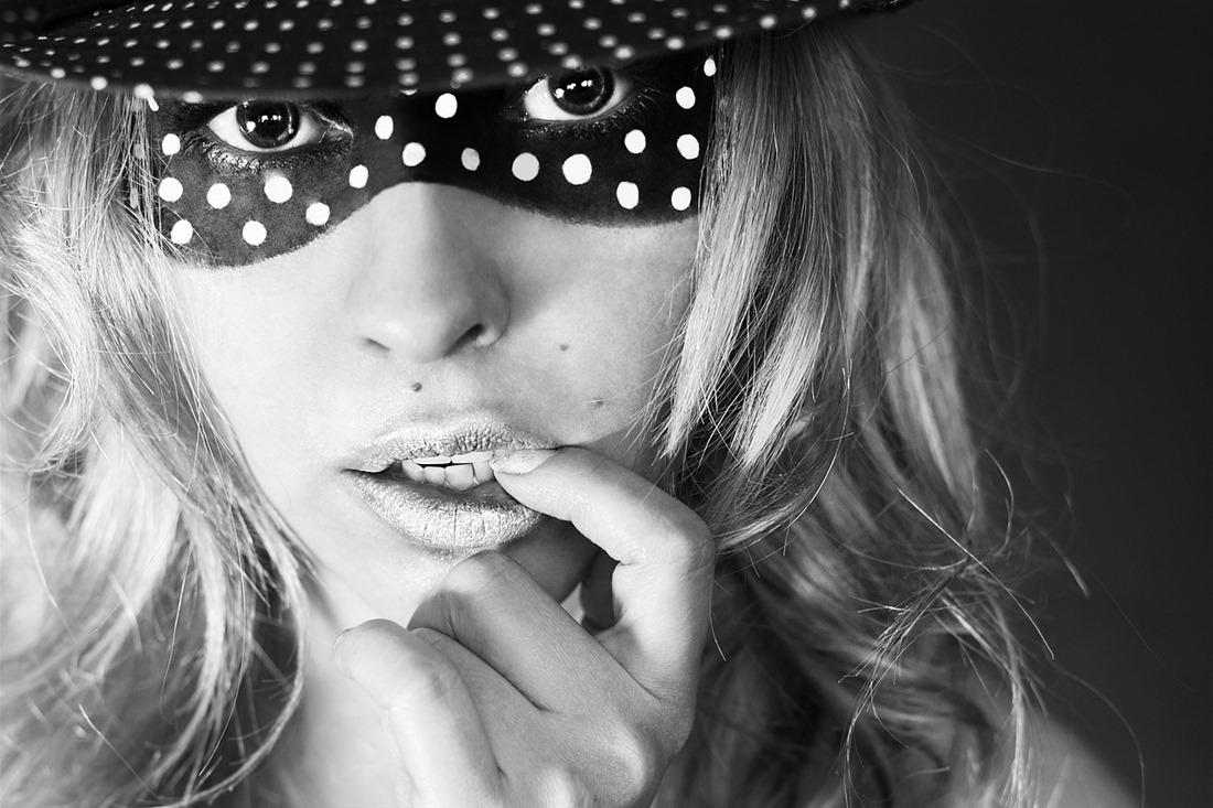 9 συμβουλές για να θεραπεύσετε τα σκασμένα χείλη τον χειμώνα