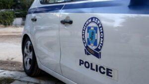 Καραμπίνα, ναρκωτικά και πομποδέκτης της Αστυνομίας σε σπίτι στη Θεσσαλονίκη – Δύο συλλήψεις (ΦΩΤΟ)