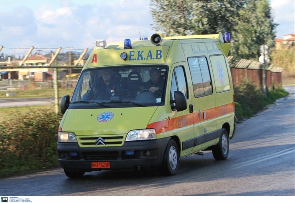 Καβάλα: 11 τραυματίες μετά από καταδίωξη – Βανάκι καρφώθηκε σε μαντρότοιχο
