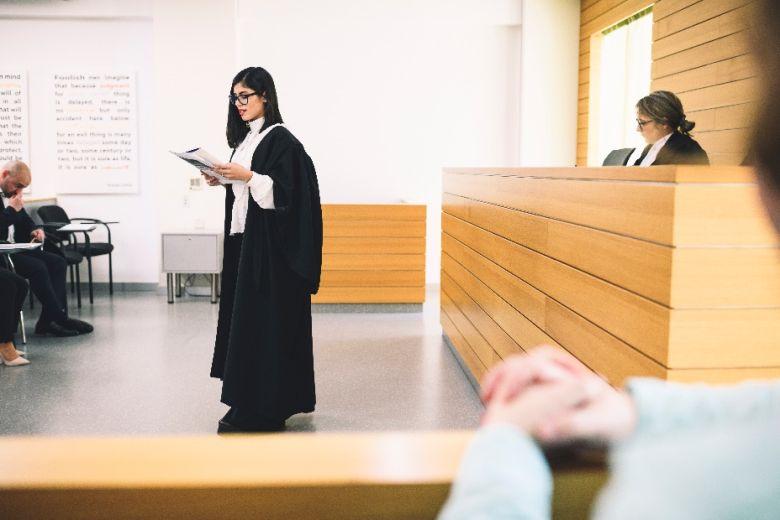 Νομικές σπουδές και ευκαιρίες καριέρας στη σύγχρονη εργασιακή πραγματικότητα