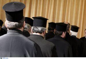 Τζανάκης: Ιερείς αρνούνται να μεταλάβουν εμβολιασμένους – Η απάντηση  του πρόεδρου των κληρικών Κρήτης