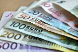 90,3 εκατ. ευρώ σε 141.000 δικαιούχους από το υπουργείο Eργασίας