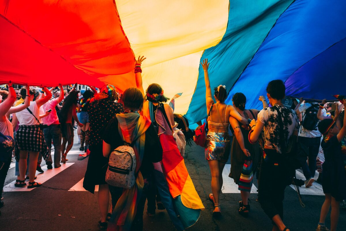"""Δημοψήφισμα για τον νόμο περί """"προστασίας των παιδιών"""" από την ομοφυλοφιλία ανακοίνωσε ο Όρμπαν"""