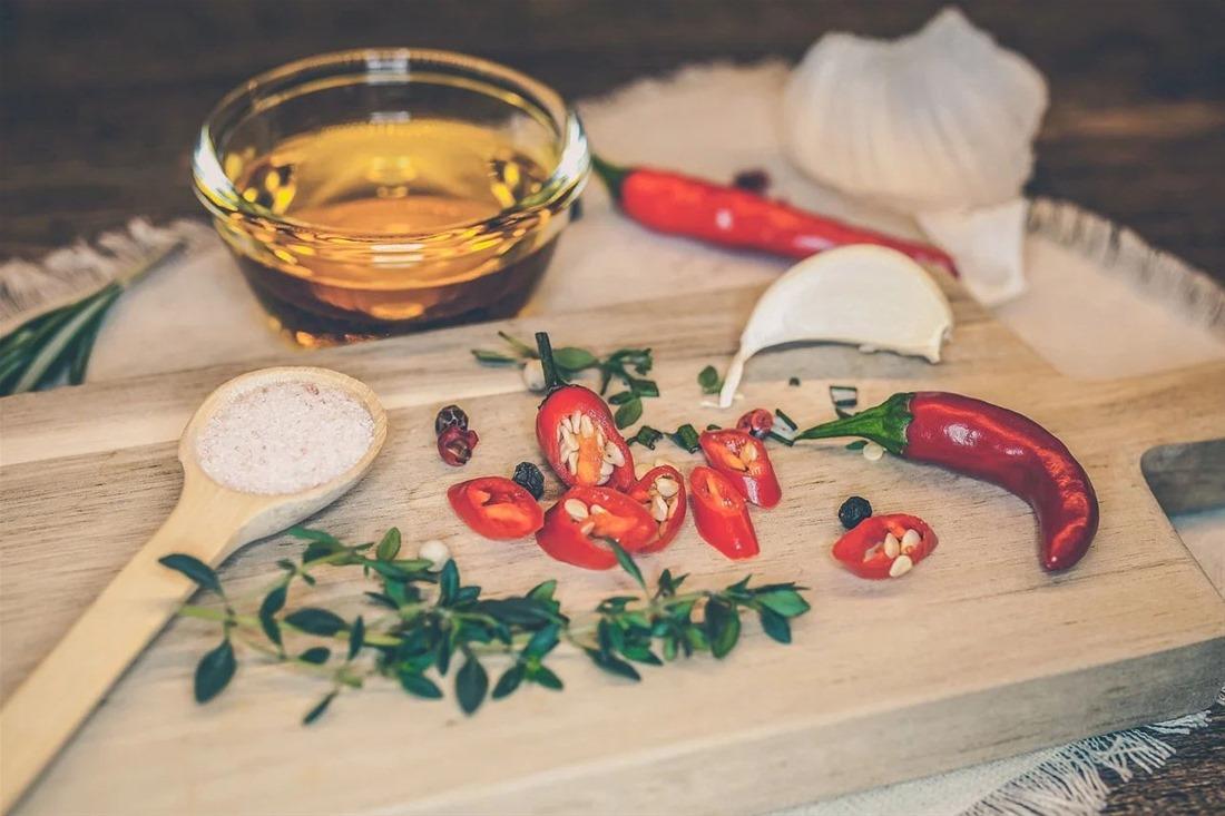 Γεμιστές πιπεριές με τυριά και ντομάτα