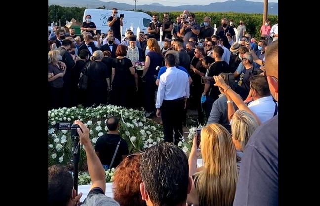 «Λαοθάλασσα» στην κηδεία της Φιλιώς Πυργάκη (video)