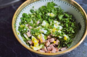 Χορταστική σαλάτα με αυγό