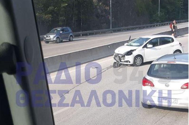 Τροχαίο ατύχημα στο Δερβένι  (ΦΩΤΟ)