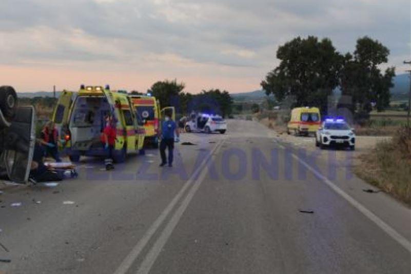 Τραγωδία στην Θεσσαλονίκη: Δύο νεκροί από σύγκρουση λεωφορείου με τρακτέρ (ΦΩΤΟ+VIDEO)