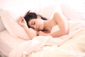 Καύσωνας: Ποιο είναι ο έξυπνο κόλπο για να κοιμηθείτε καλύτερα όταν κάνει ζέστη