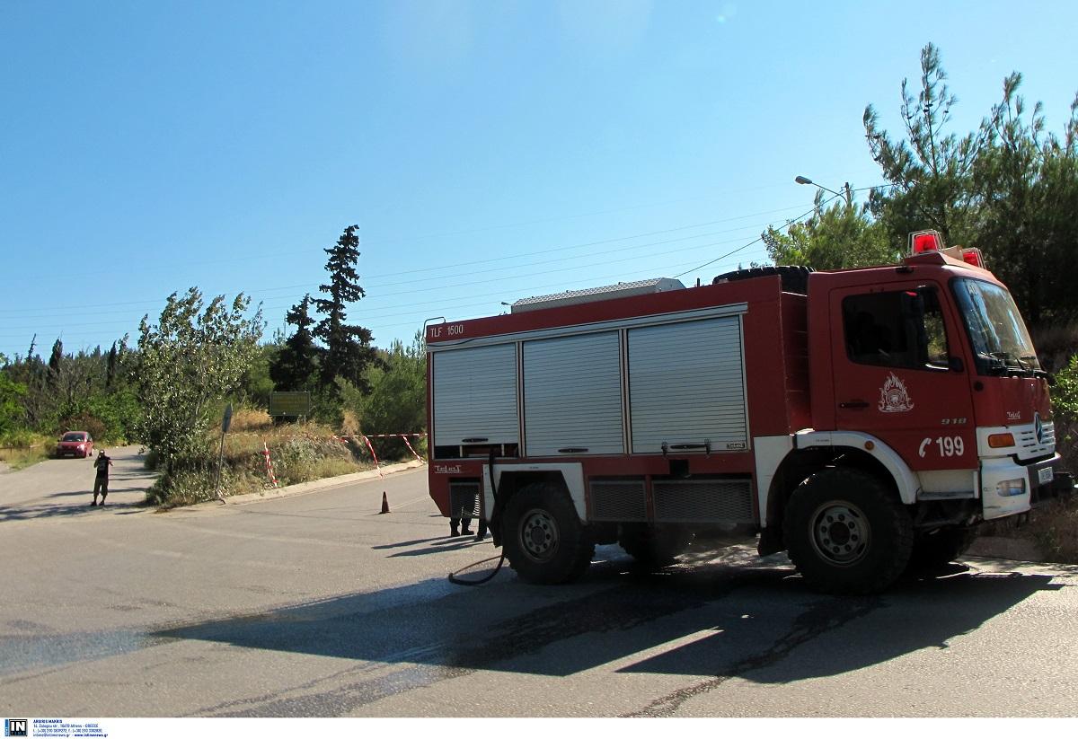 Καλύβια Αττικής: Εκρήξεις και φωτιά σε διπλοκατοικία – Δύο τραυματίες