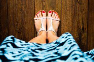 Επτά συμβουλές για όσες γυναίκες φοράνε πέδιλα