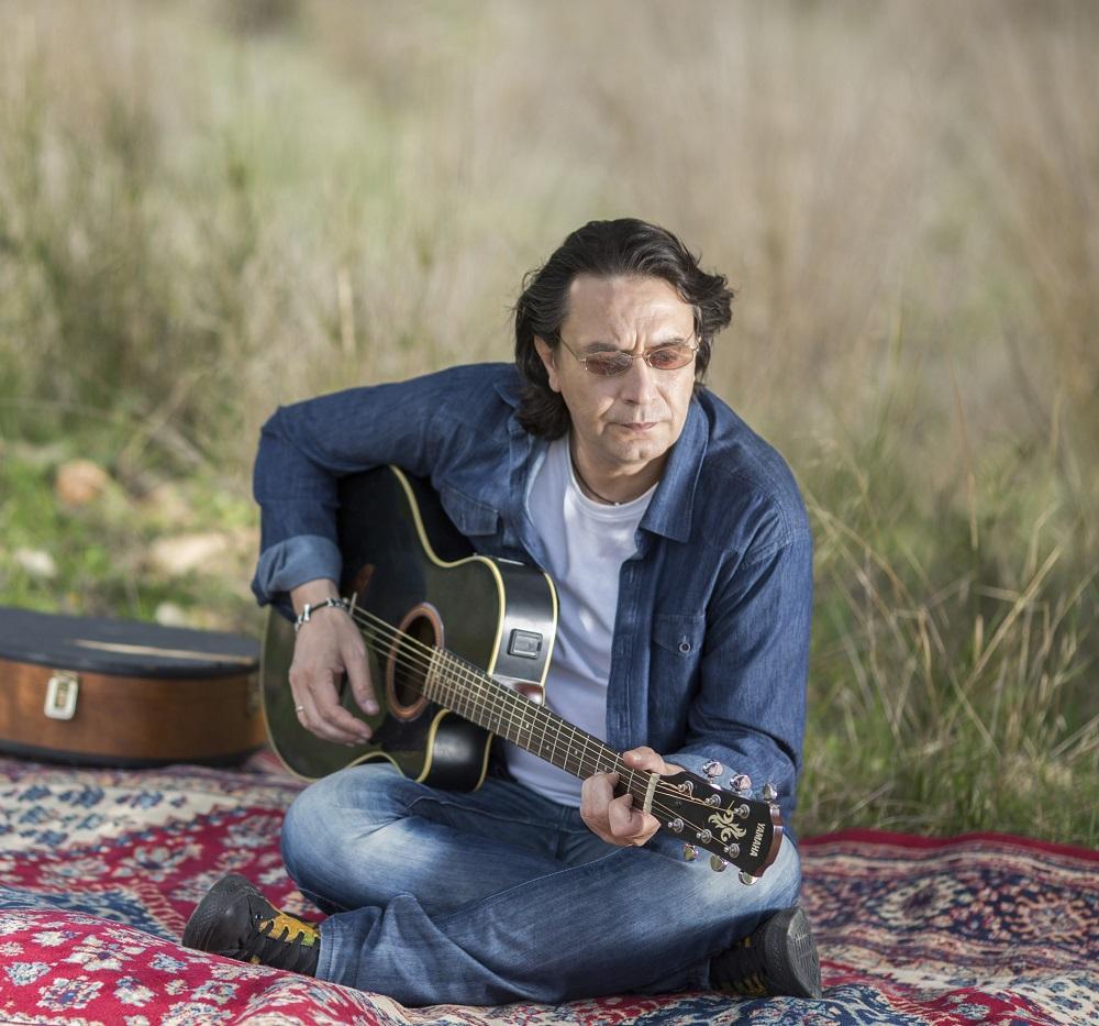 «Κοίτα Γύρω»: Ο Γιάννης Κότσιρας με τη Δήμητρα Μπουλούζου στο Δημοτικό Θέατρο Κήπου