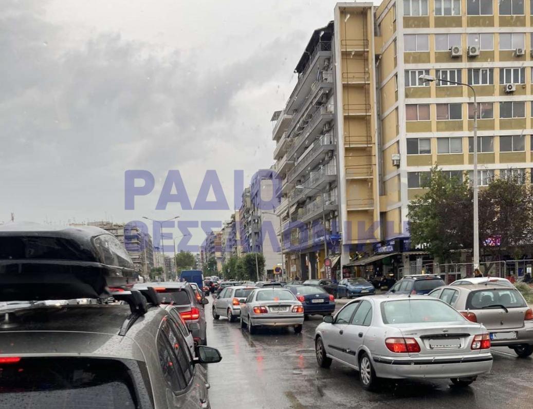 Κυκλοφοριακό κομφούζιο στη Θεσσαλονίκη λόγω βροχής (ΦΩΤΟ & ΒΙΝΤΕΟ)