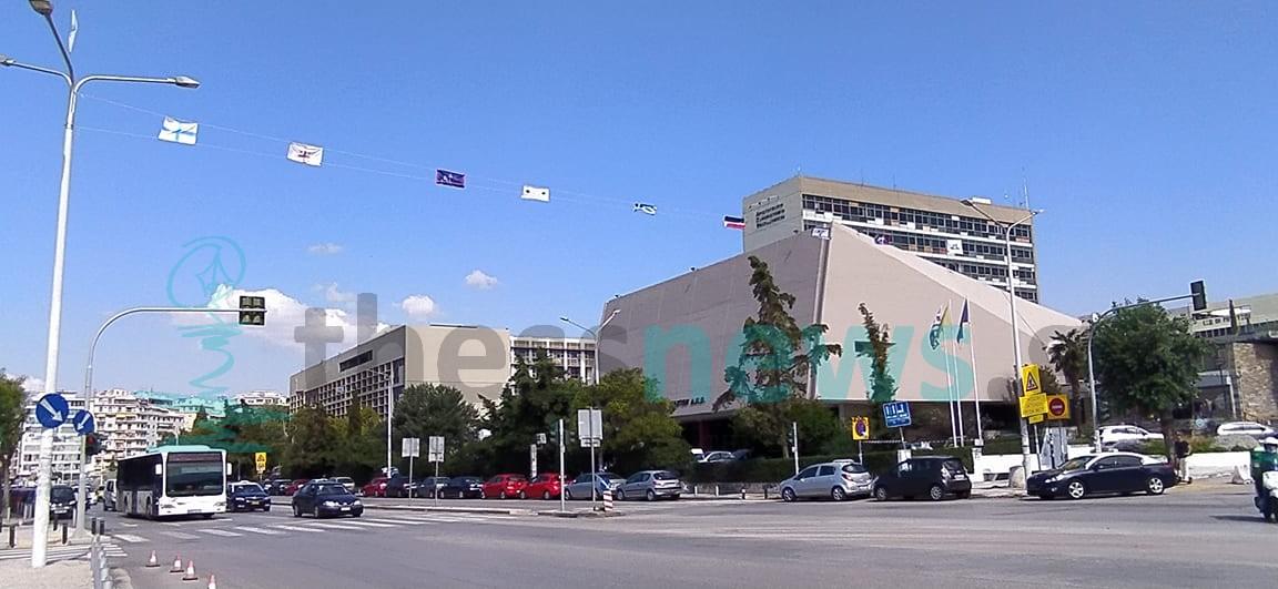 Θεσσαλονίκη: Σημαίες της Ελληνικής επανάστασης «κυματίζουν» στο κέντρο ενόψει ΔΕΘ (ΦΩΤΟ +VIDEO)