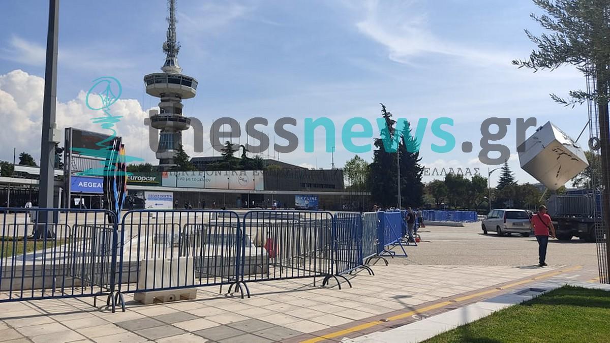 «Κάγκελα παντού»: Μπαίνει ο φραγμός γύρω από το Βελλίδειο – Γερανοί σηκώνουν ΙΧ (ΦΩΤΟ)