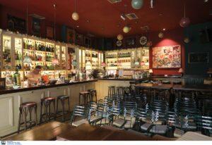 """Θεσσαλονίκη: """"Καμπάνα"""" 2.000 ευρώ σε καφέ-μπαρ για εξυπηρέτηση όρθιων πελατών"""