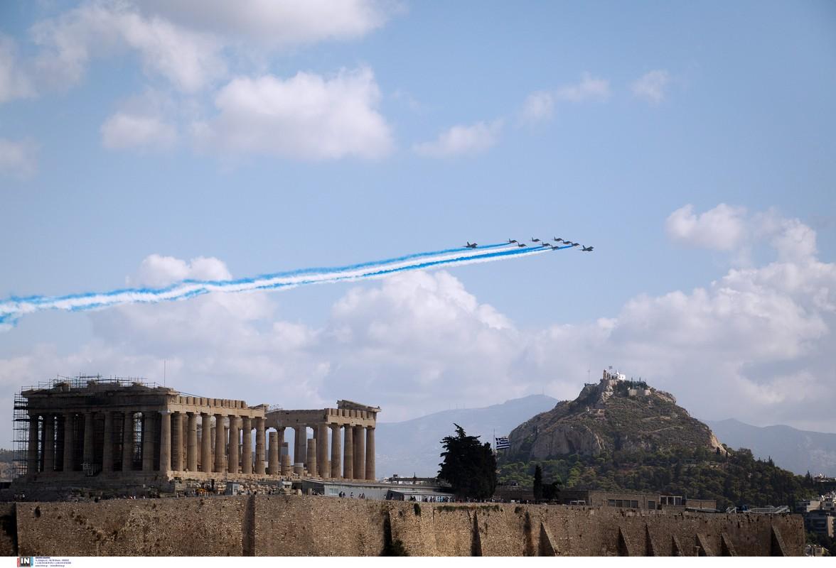 Τα «Rafale» σχημάτισαν την ελληνική σημαία πάνω από την Ακρόπολη (ΦΩΤΟΡΕΠΟΡΤΑΖ)