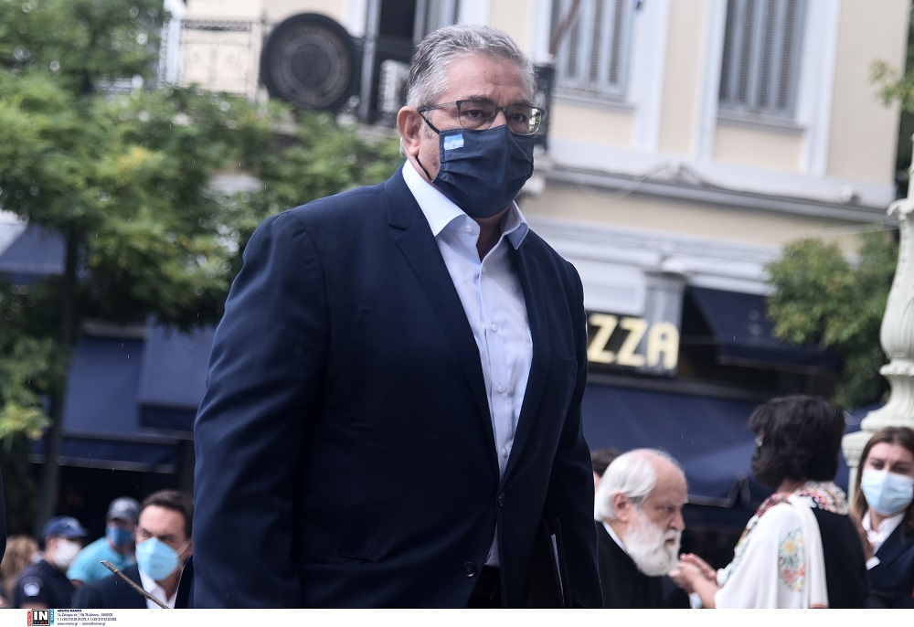 «Θα τον «σηκώσουμε τον ήλιο πάνω από την Ελλάδα»: Ο αποχαιρετισμός του Δ. Κουτσούμπα στον Μίκη Θεοδωράκη