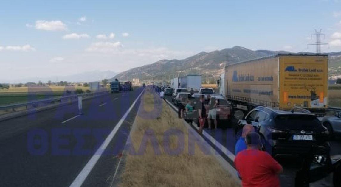 Φορτηγό έπιασε φωτιά στην Εγνατία Οδό – Έκλεισε ο δρόμος (ΦΩΤΟ)