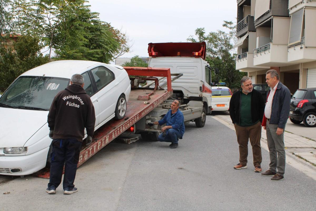 Δήμος Κορδελιού και Ευόσμου: Απομάκρυνση των εγκαταλελειμμένων αυτοκινήτων