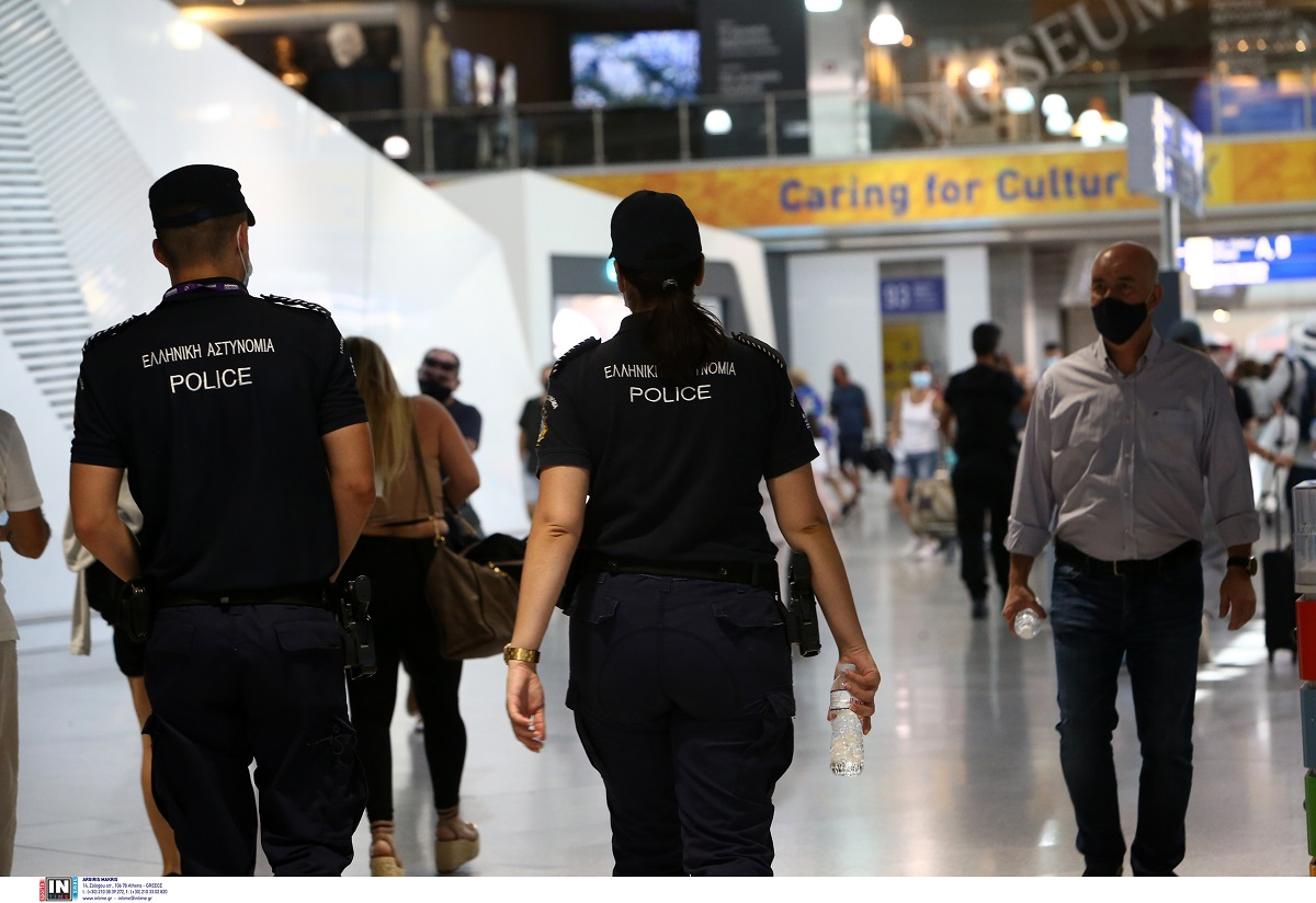 """Σύλληψη 26χρονης στο αεροδρόμιο """"Μακεδονία"""" για μη χρήση μάσκας κατά τη διάρκεια πτήσης"""