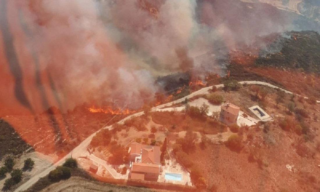 Κύπρος: Ανεξέλεγκτη η φωτιά στην Πάφο (VIDEO)