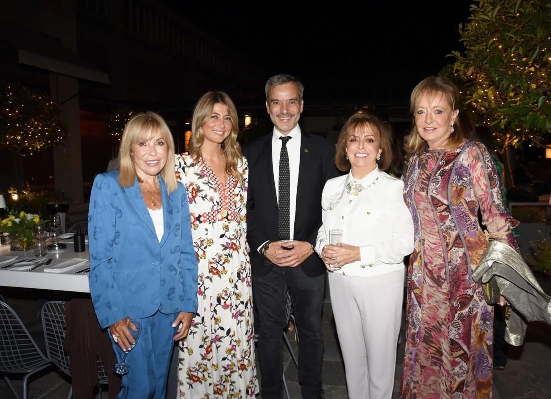 Η Δέσποινα Πορτοκάλη με την επικεφλής της ICCWH στη Θεσσαλονίκη Αντωνία Καρρά-Μακιού, τον δήμαρχο Κωνσταντίνο Ζέρβα, την πρόεδρο του ICCWH Μαρίνα Οφλούδη-Γιαβρόγλου και την αρχιτέκτονα Νίκη Ανδρεάδη.