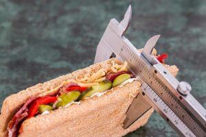 Διατροφή: Τι πρέπει να περιλαμβάνει το snack σου αν θες να δεις τη ζυγαριά να…πέφτει;
