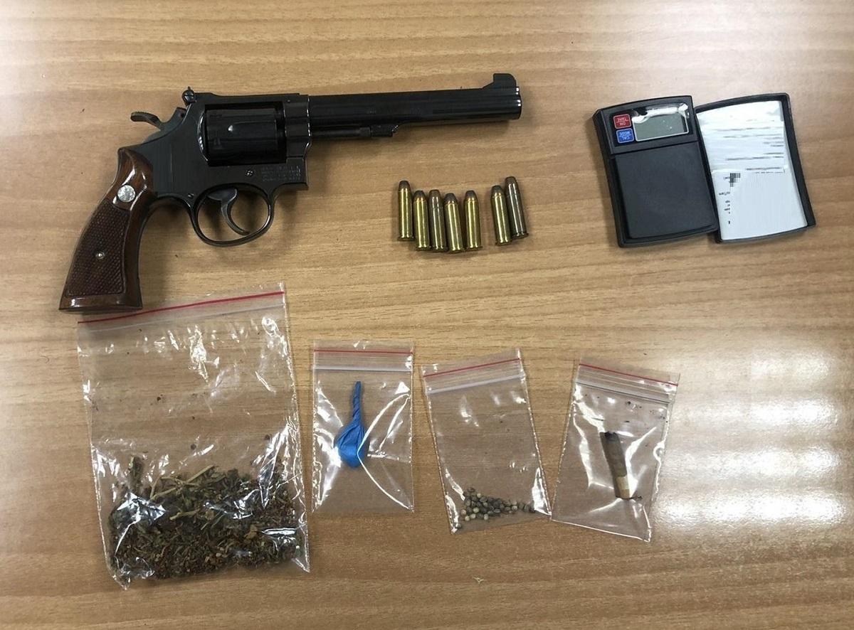 Πιερία: Σύλληψη ημεδαπού για κατοχή όπλου και ποσότητας ναρκωτικών