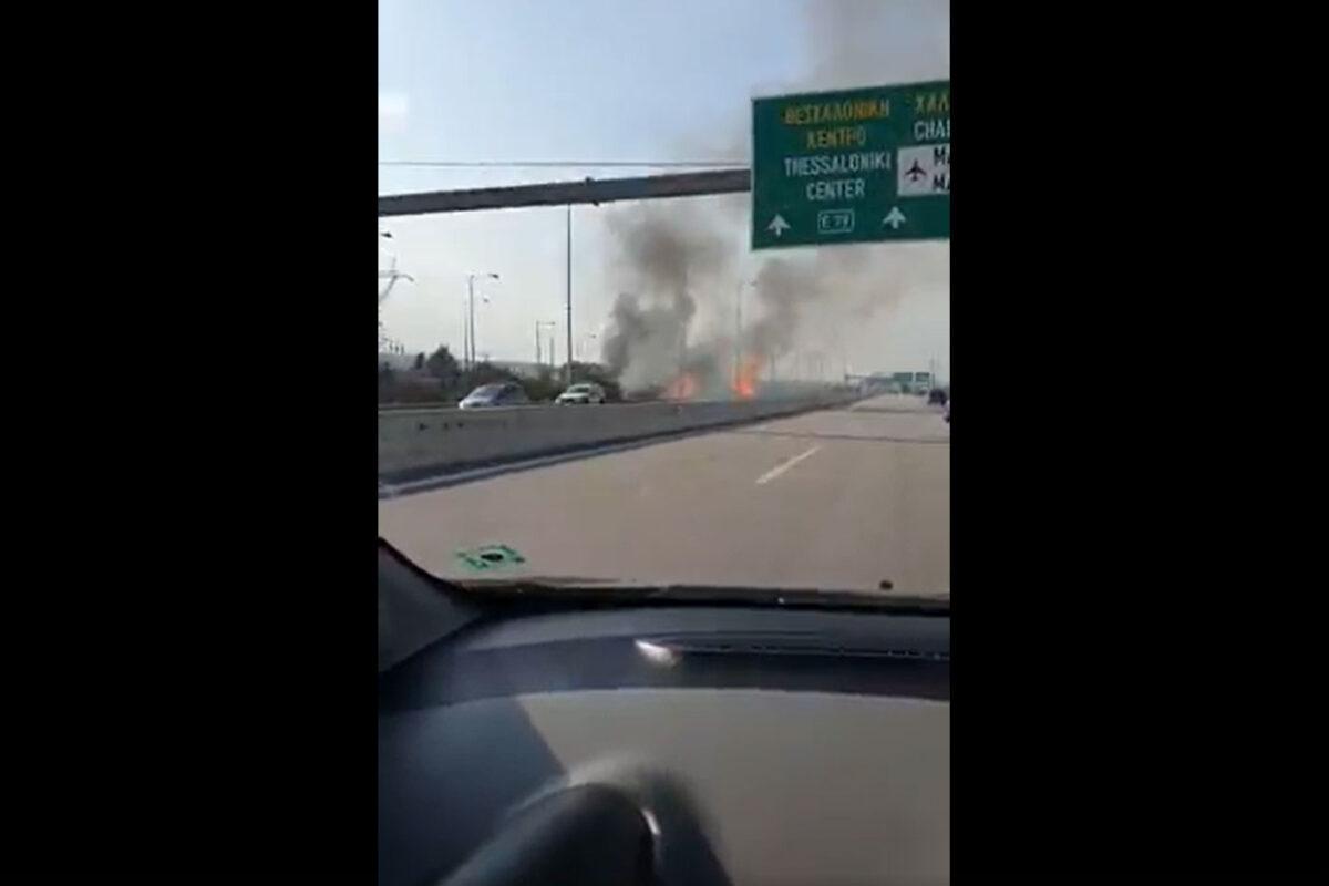 Θεσσαλονίκη: Φωτιά σε ξερά χόρτα στην προέκταση της Λαγκαδά (VIDEO)