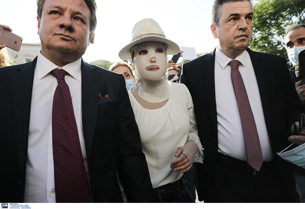Επίθεση με βιτριόλι: Διακοπή της δίκης για τις 30 Σεπτεμβρίου – Τι είπε η Ιωάννα κατά την έξοδο (VIDEO)