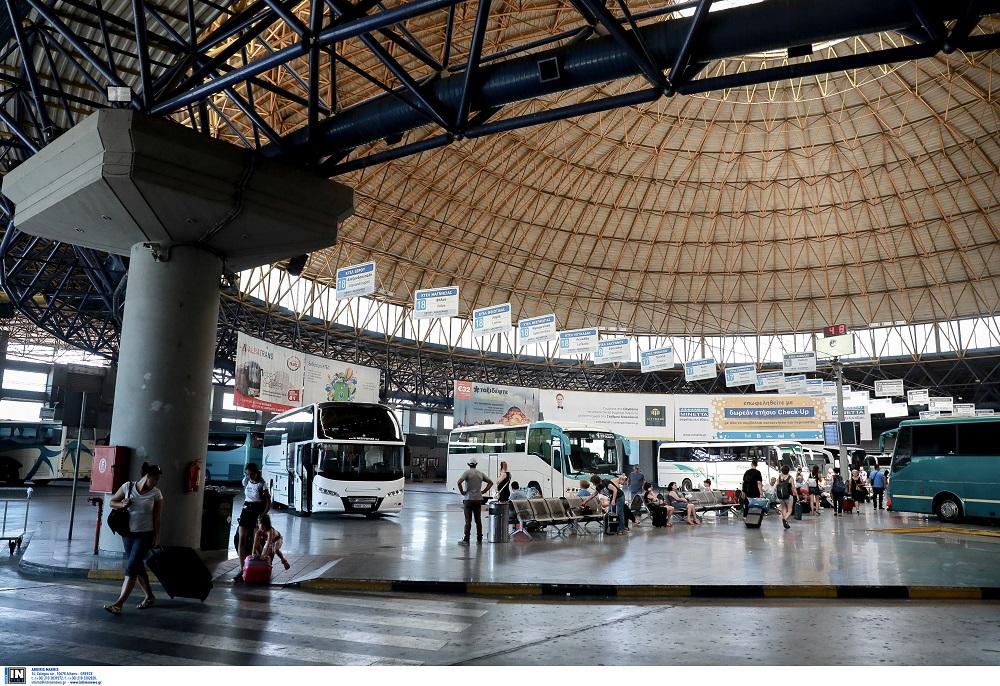 Θεσσαλονίκη: Χτύπησε 66χρονη και άρπαξε το πορτοφόλι της στα ΚΤΕΛ