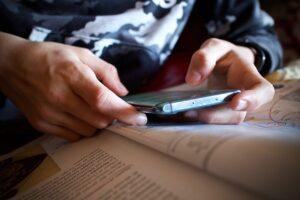 Τι πρέπει να γνωρίζετε για τα Smartphone τώρα που τα παιδιά σας επιστρέφουν στο σχολείο