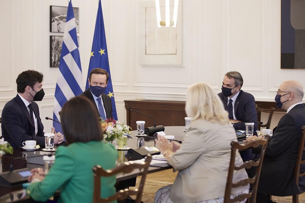 Συνάντηση Μητσοτάκη με Αμερικανούς Γερουσιαστές – «Πιο δυνατή η ελληνοαμερικανική συνεργασία»