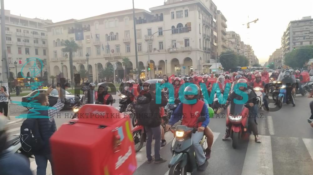 Θεσσαλονίκη: Μηχανοκίνητη πορεία από διανομείς της e-food (ΦΩΤΟ+ΒΙΝΤΕΟ)