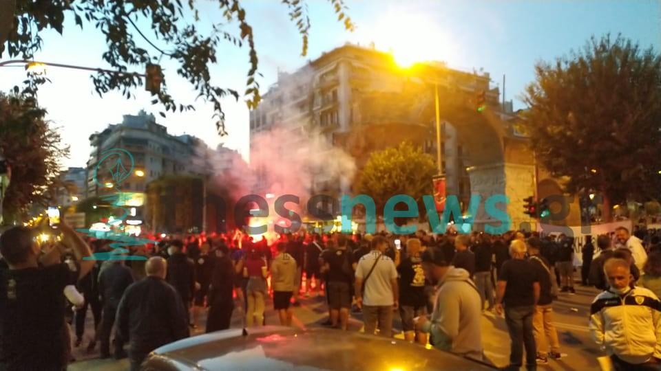 """ΠΑΟΚ: """"Ασπρόμαυρη"""" διαμαρτυρία στην Καμάρα (ΦΩΤΟ+ΒΙΝΤΕΟ)"""