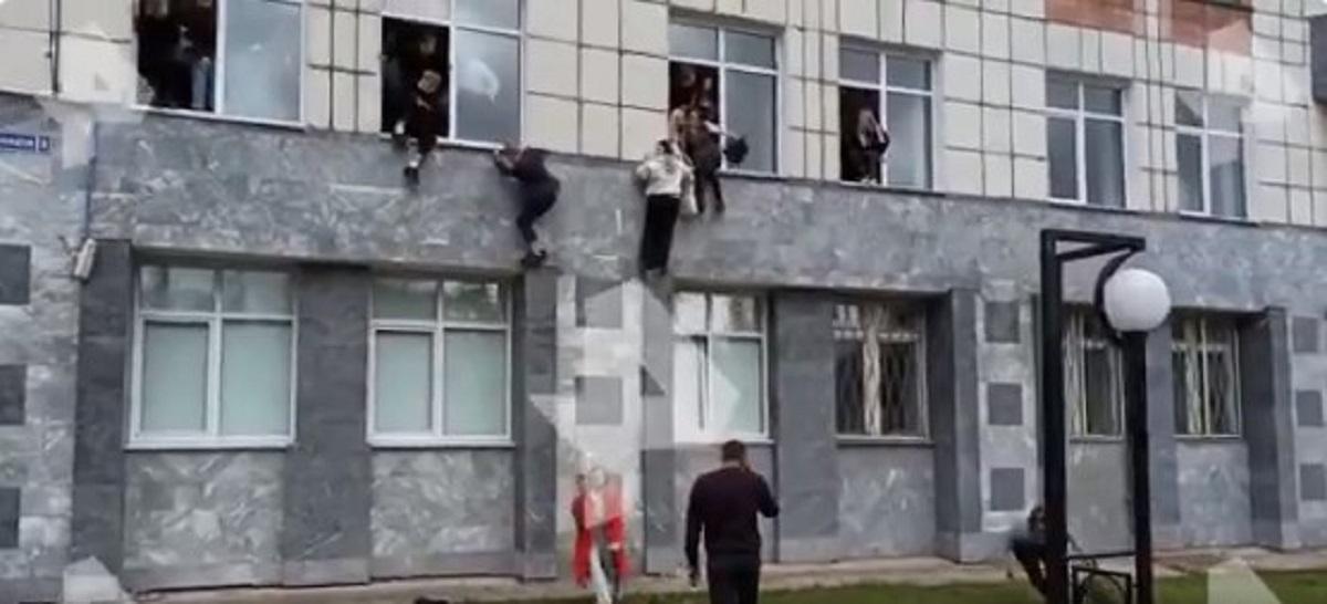 Ρωσία: 18χρονος άνοιξε πυρ σε πανεπιστήμιο – 8 νεκροί – Πηδούσαν από τα παράθυρα για να σωθούν (VIDEO)
