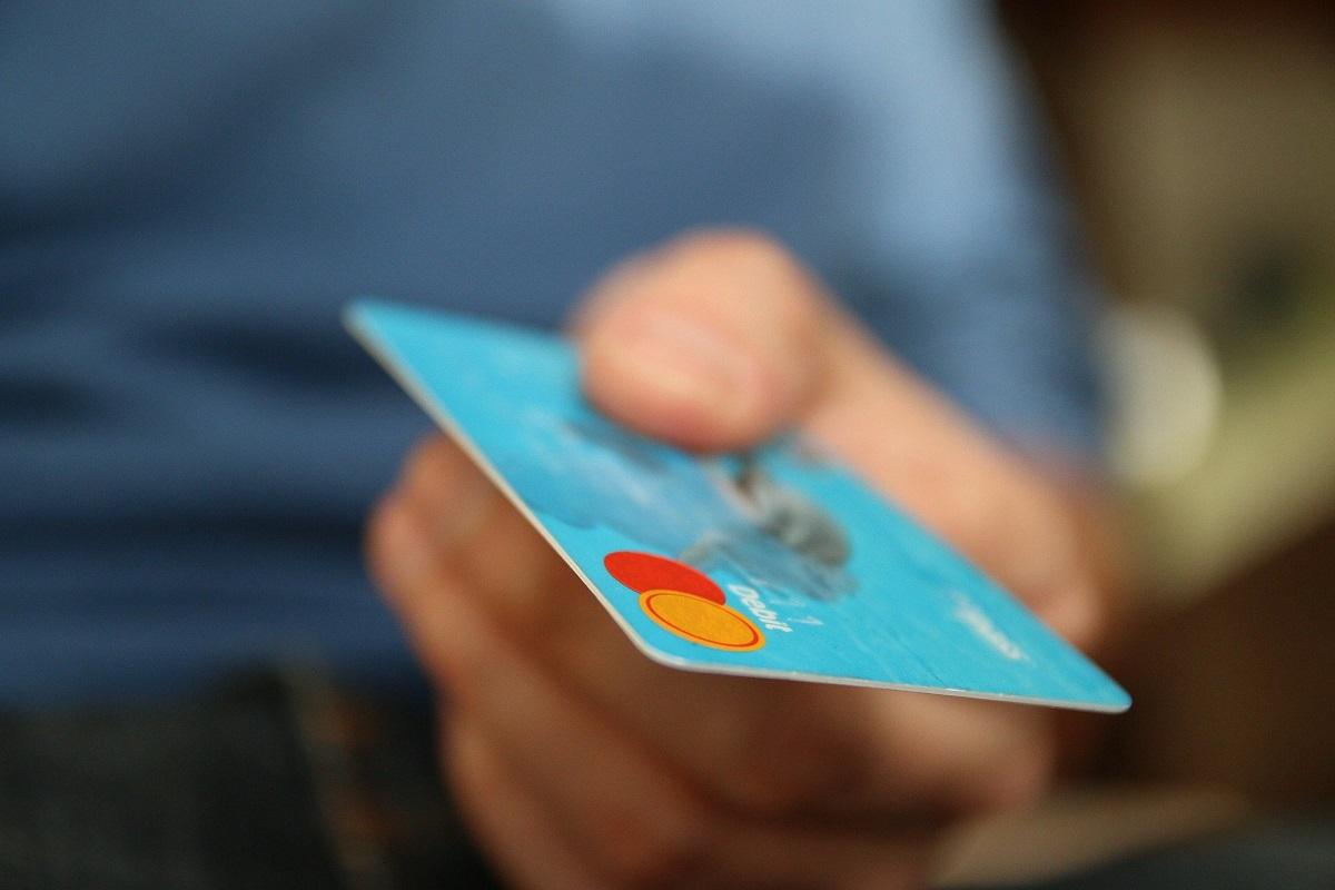 Θεσσαλονίκη: Δύο 17χρονοι έκλεψαν κάρτες τραπεζών και έκαναν αναλήψεις άνω των 26.000 ευρώ