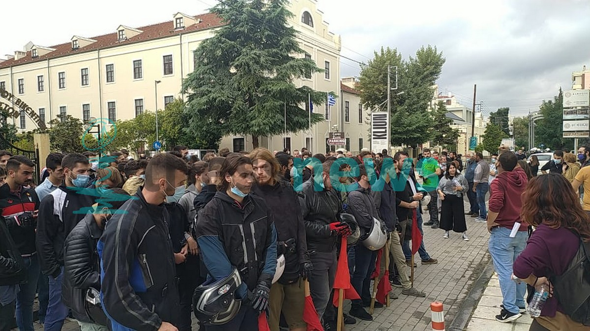 Σταυρούπολη: Πορεία φοιτητών και διαμαρτυρία έξω από τη Δευτεροβάθμια (ΦΩΤΟ+VIDEO)