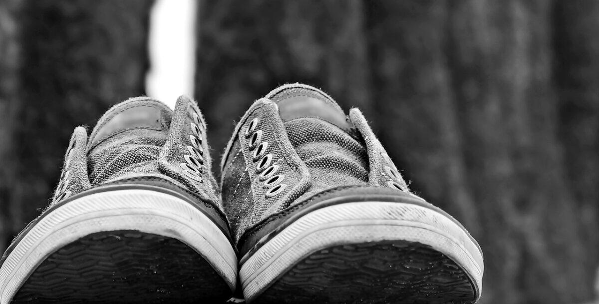 Με τρία υλικά μπορείς να καθαρίσεις λευκά sneakers